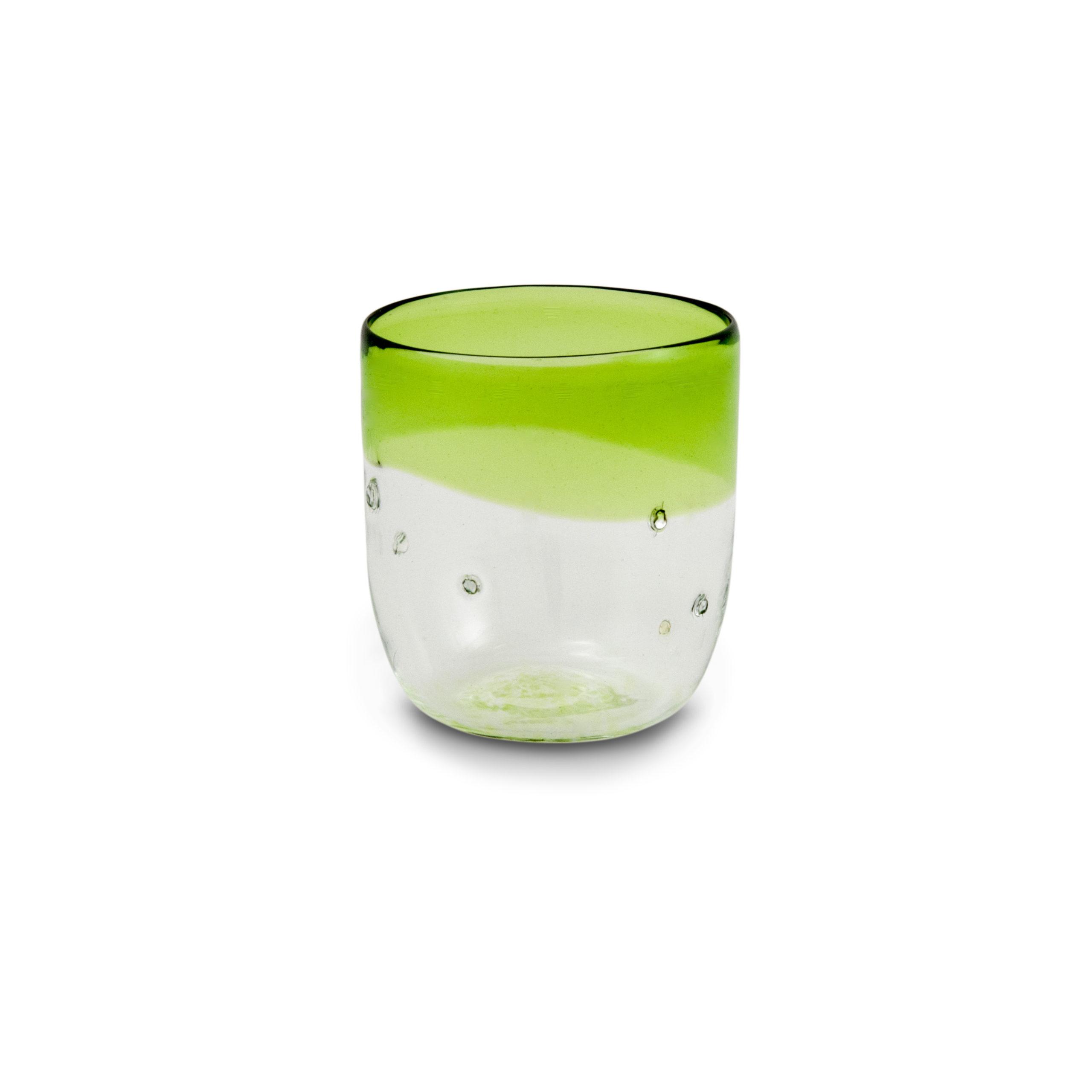 Bicchiere di vetro soffiato verde con pepite d'argento