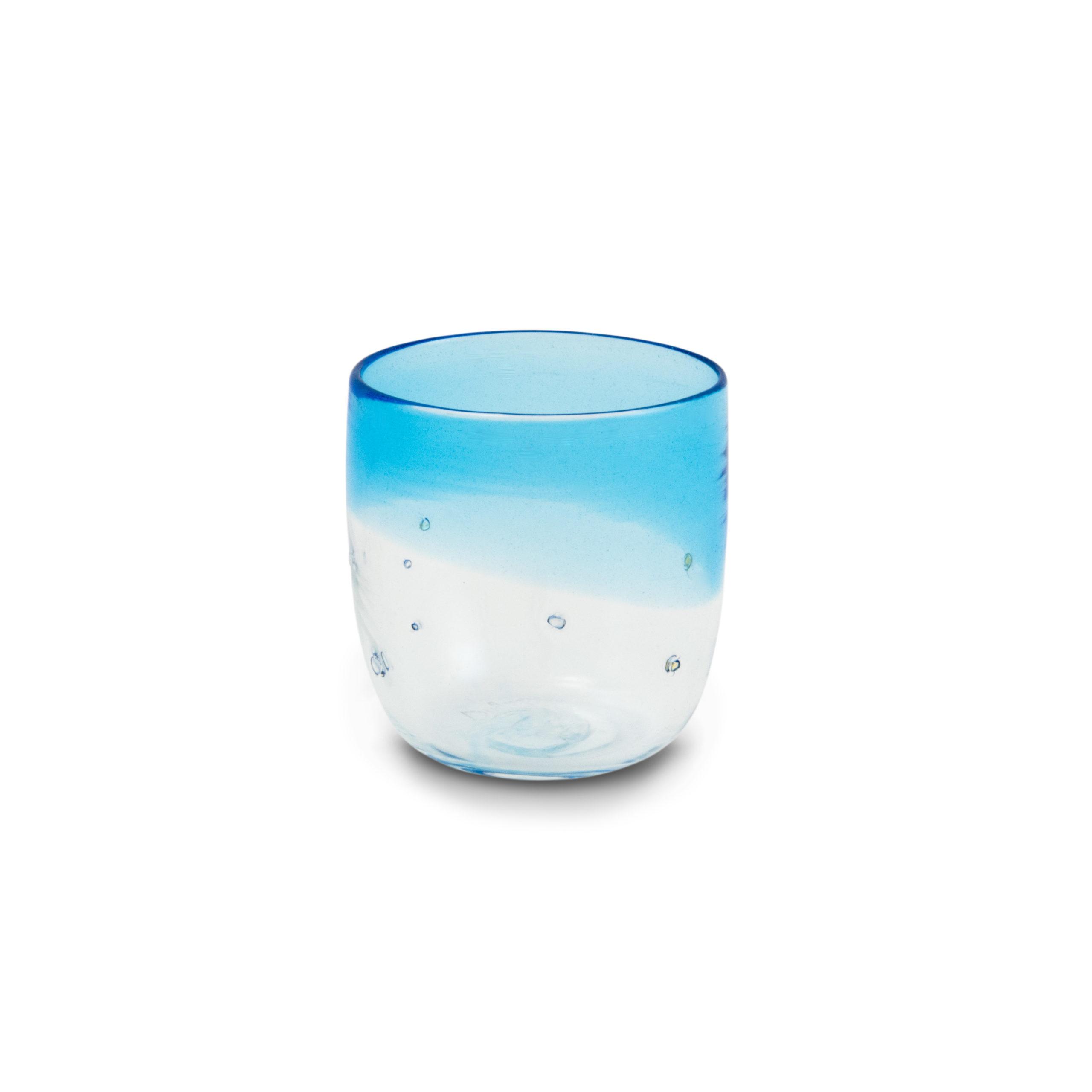 Bicchiere in vetro soffiato azzurro con pepite d'argento