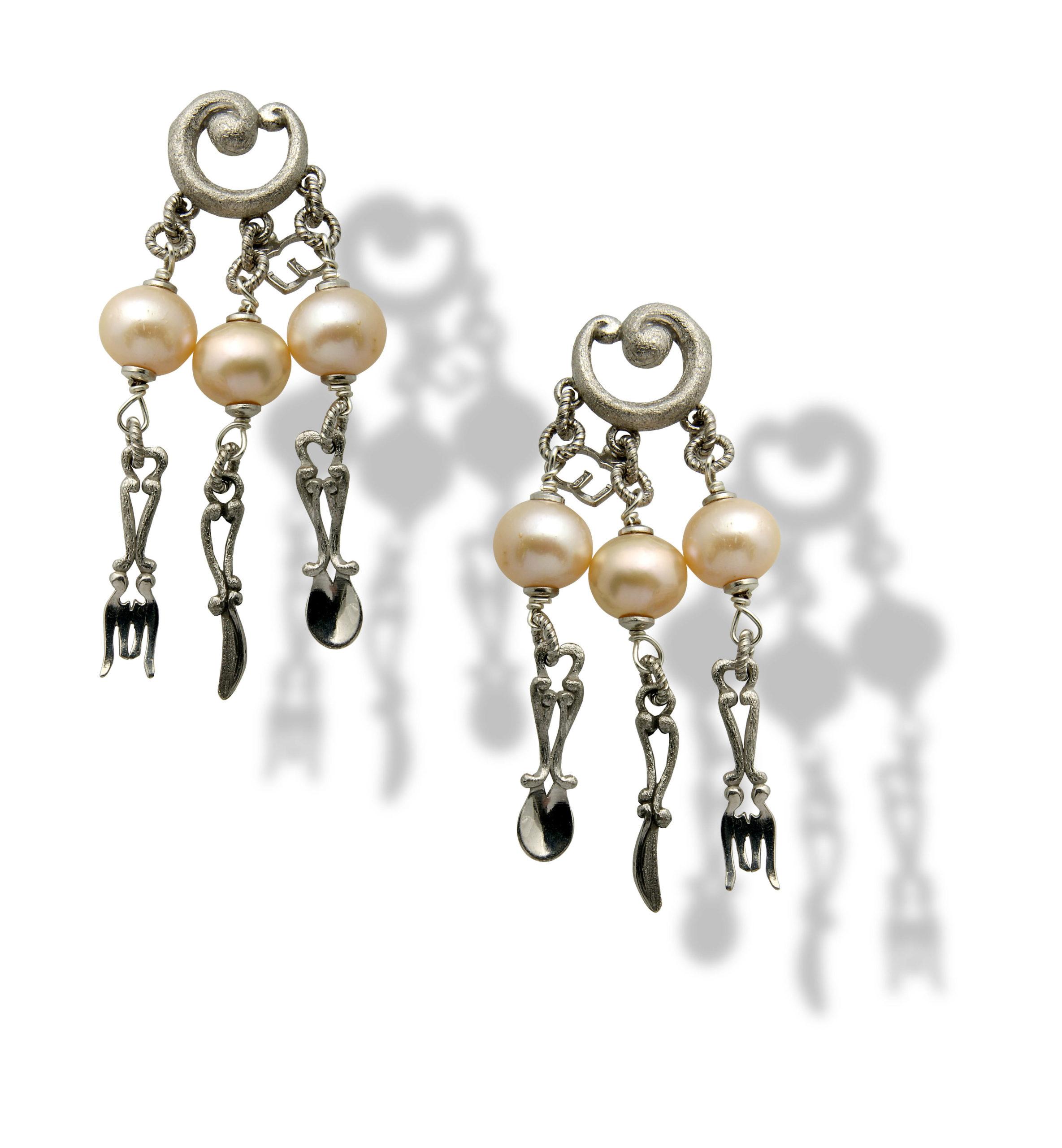 Orecchino in argento con perle