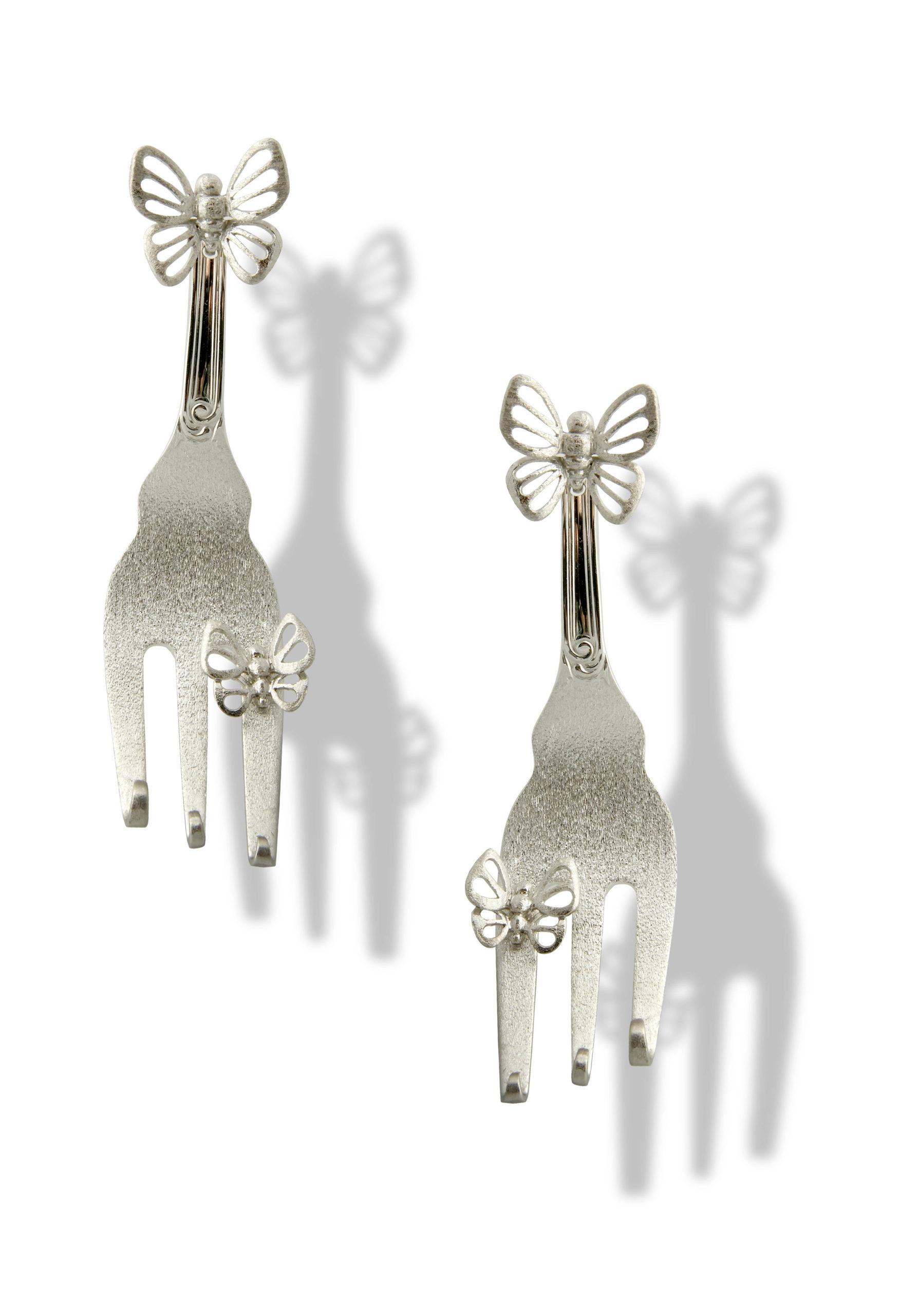 Orecchino forchettina e farfalla in argento
