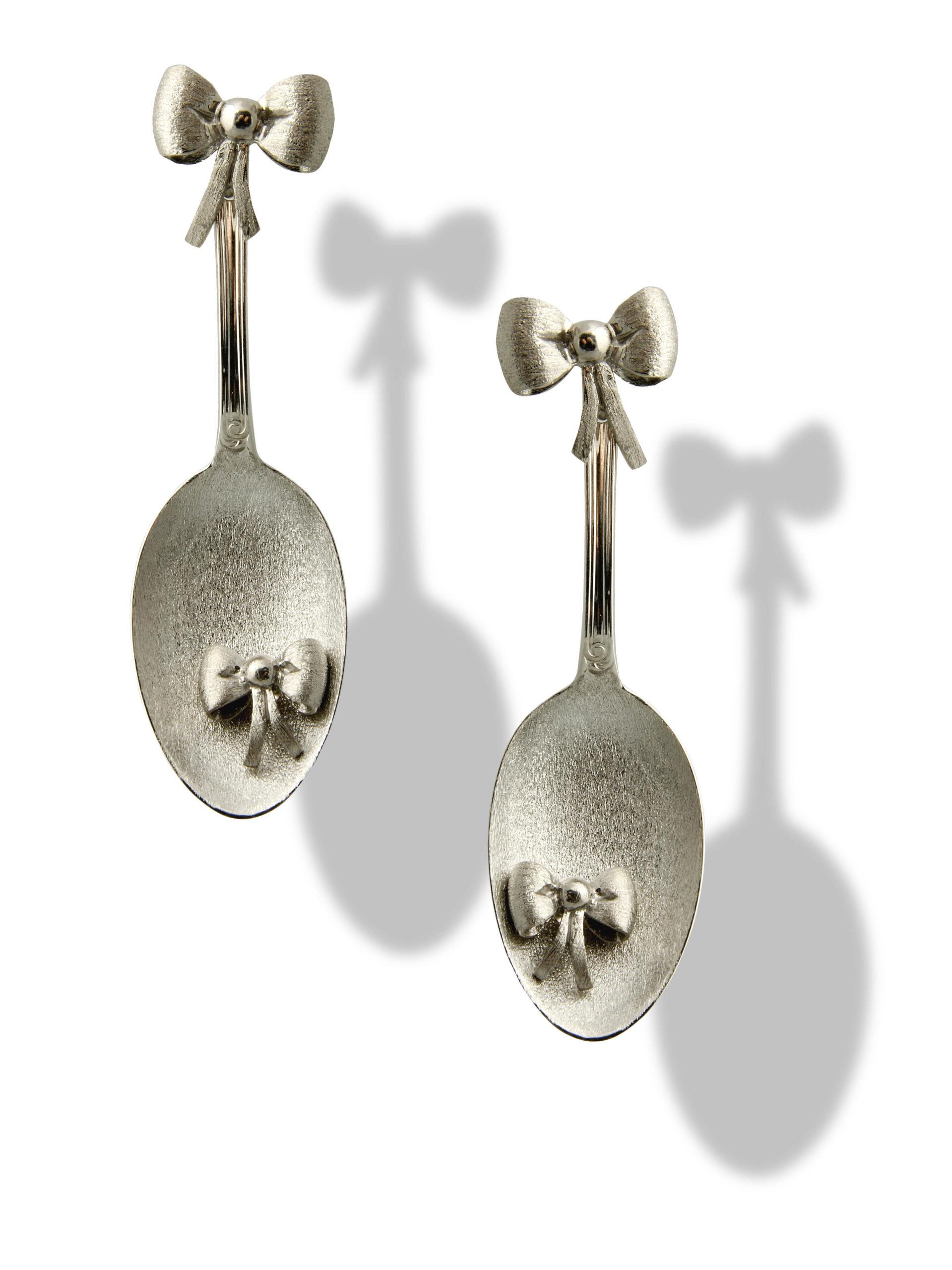 Orecchino cucchiaino e fiocco in argento